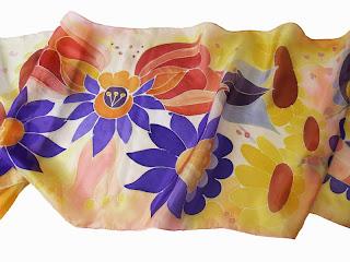 Karácsonyi ajándék nőknek: kézzel festett női selyem sálak, kendők a Silkyway selyemfestő műhelyből, magyar motívumokkal.
