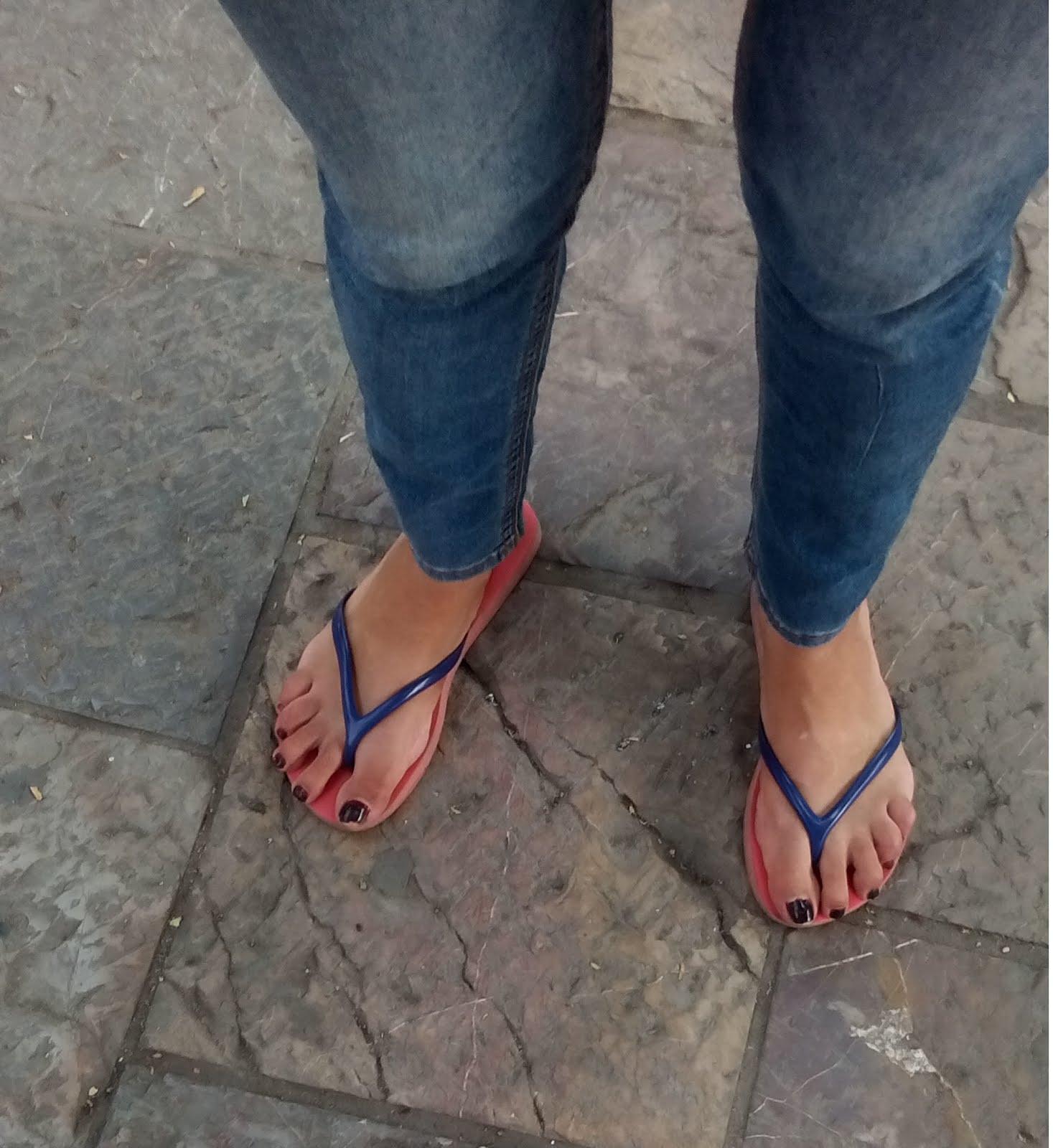 Linda chica con hermosos pies 2
