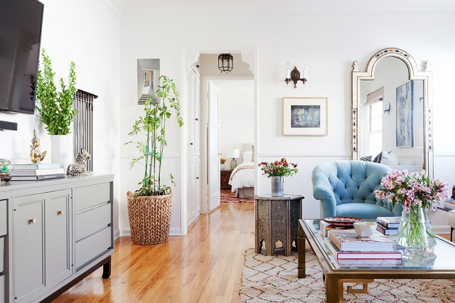 home-tour-a-young-designers-cheerful-eclectic-la-home-1519477.640x0c.jpg