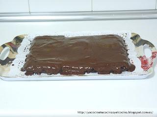 Tarta Fondant de Chocolate con cobertura recién repartida