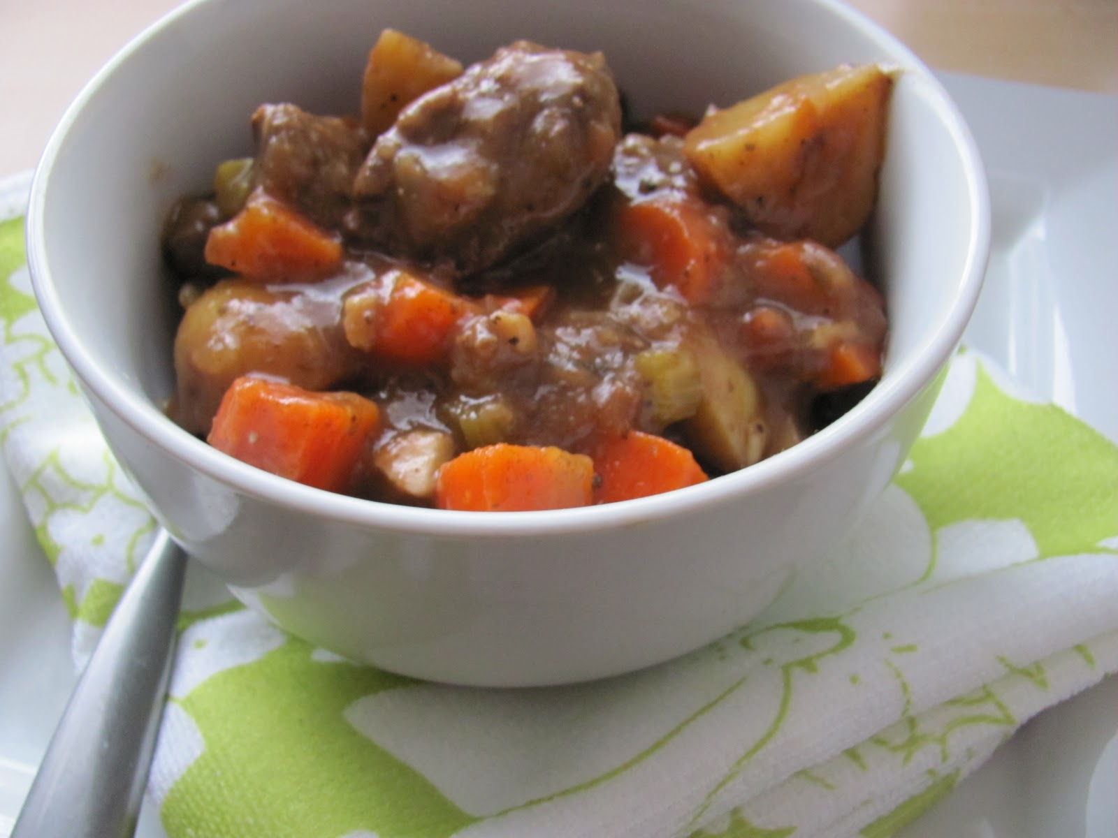 how to cut roast for stew
