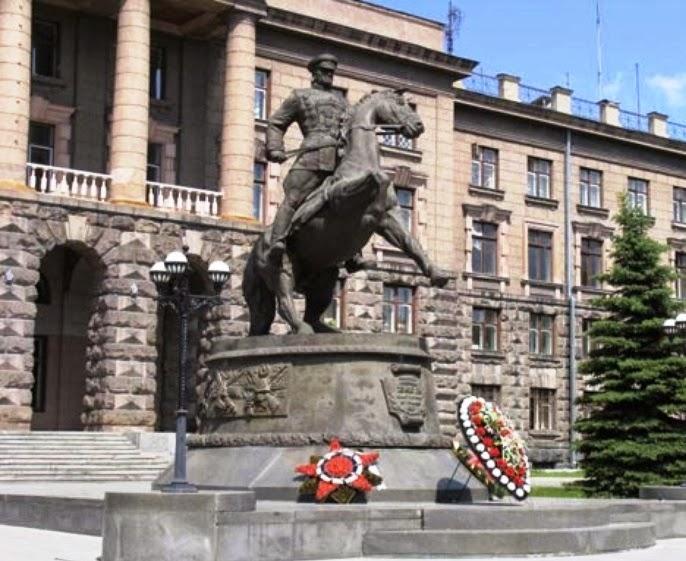 Памятник маршалу матери в екатеринбурге изготовление памятников уфе ярославль