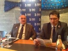 Carlos Carnicer (izquierda), junto al presidente de los jóvenes abogados españoles, David Díez.