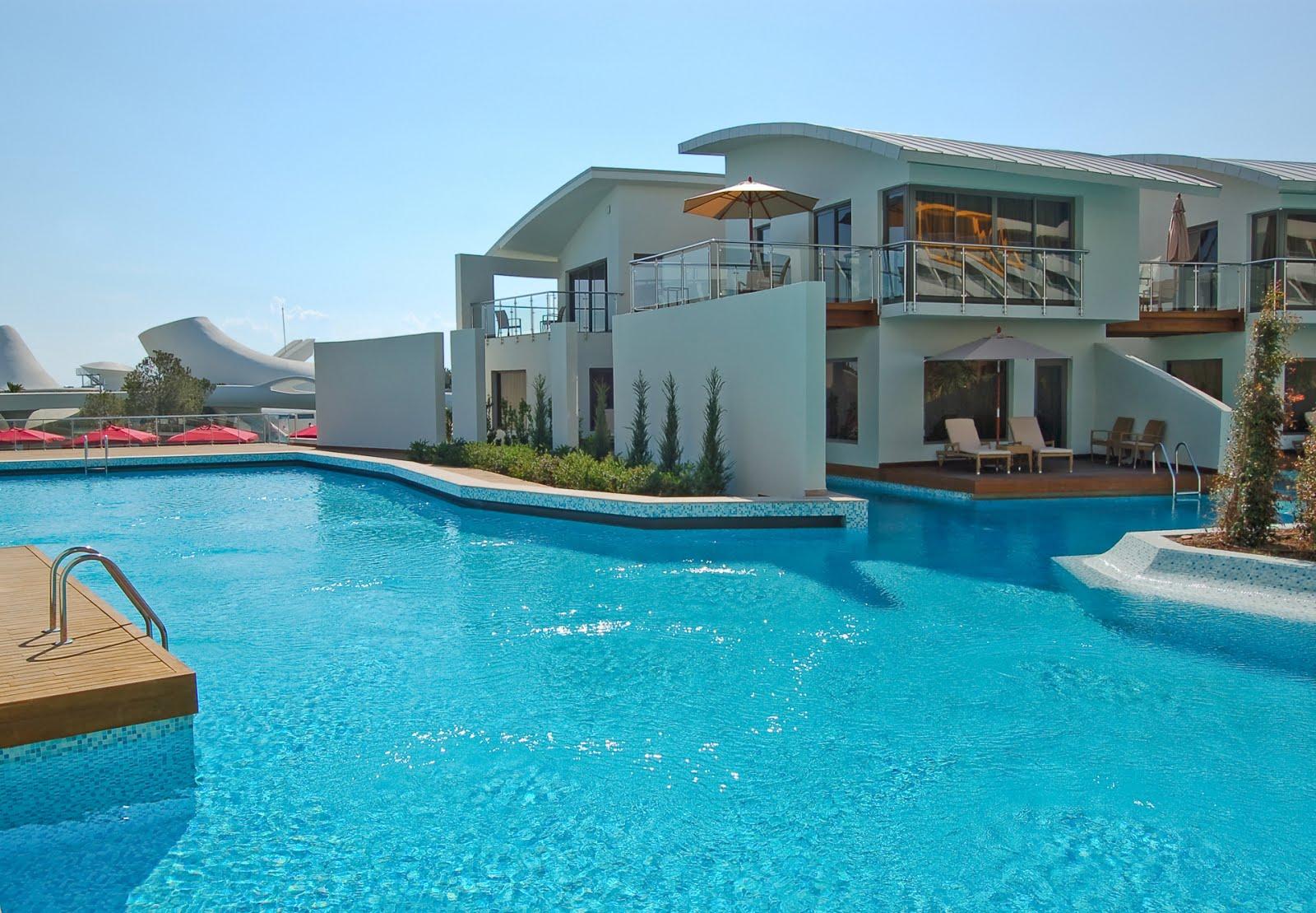 banco de im genes casa moderna con piscina enorme de
