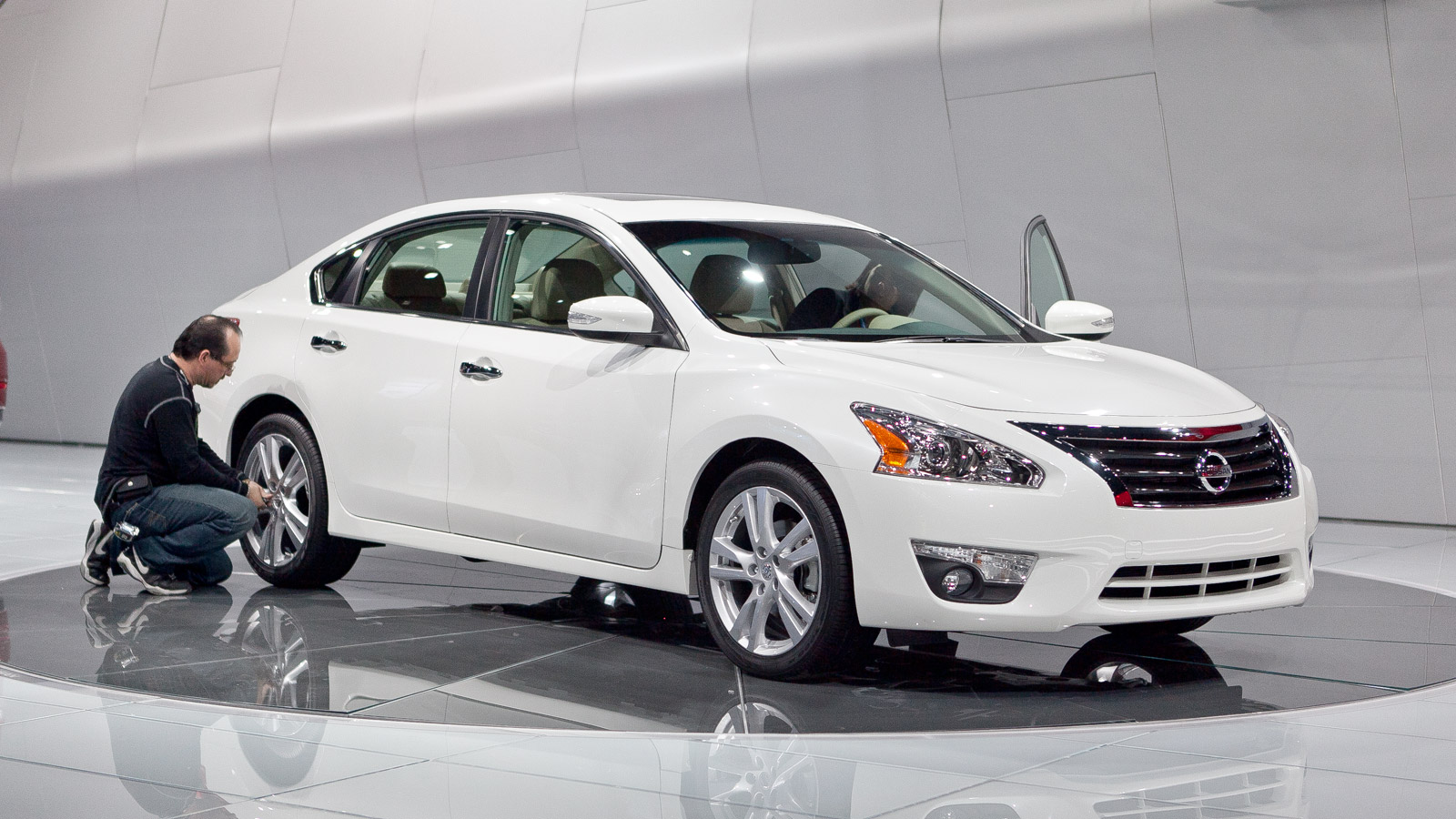 2013 nissan altima coupe 2013 nissan altima c2013 nissan altimaoupe review photo and price. Black Bedroom Furniture Sets. Home Design Ideas