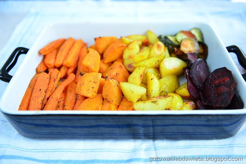upieczone warzywa w misce