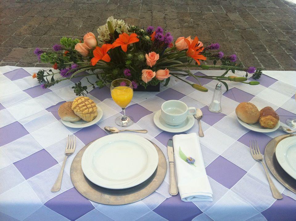 Al punto y coma montaje desayuno color lavanda - Mesas de desayuno ...