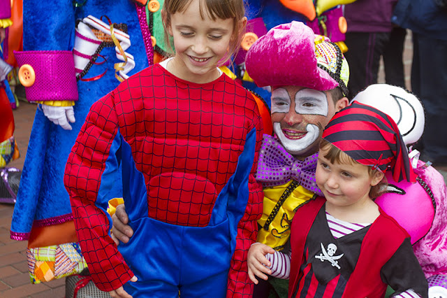 A clown poses for photos with kids at the Carnvaval al Sol in Las Palmas Gran Canaria