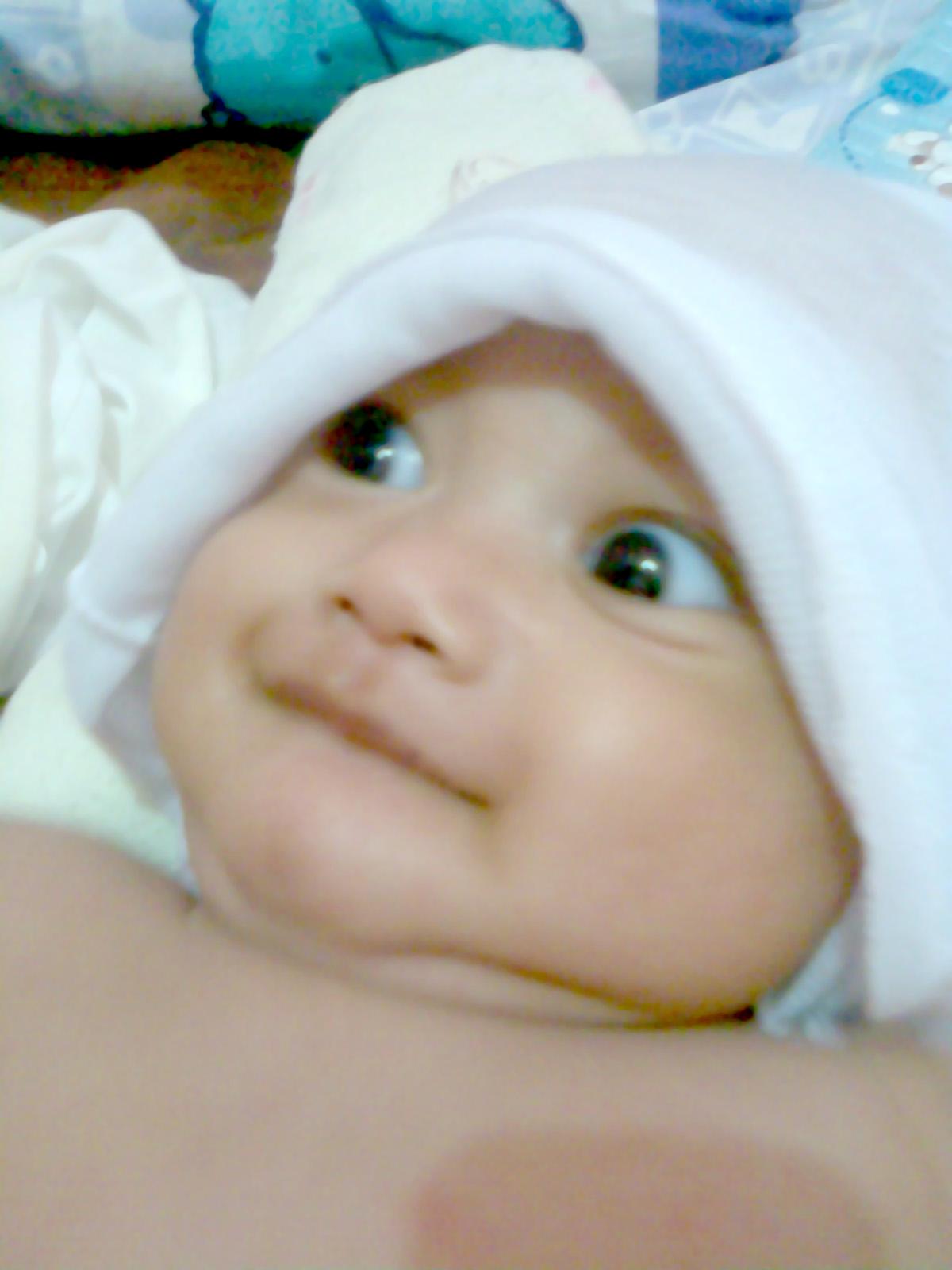 berikut perkembangan bayi normal sejak usia 0 4 bulan bulan ke 1 ...