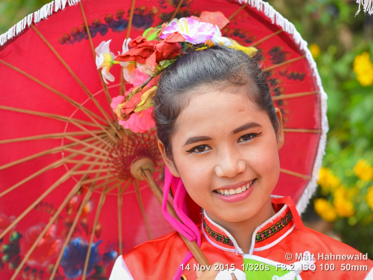 Facing the World: Dancing with the Thai Chinese