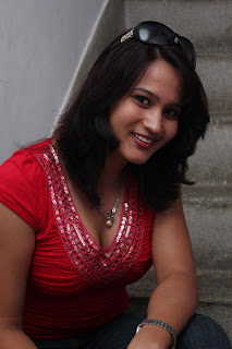 Zita Mariya Hot cleavage pics