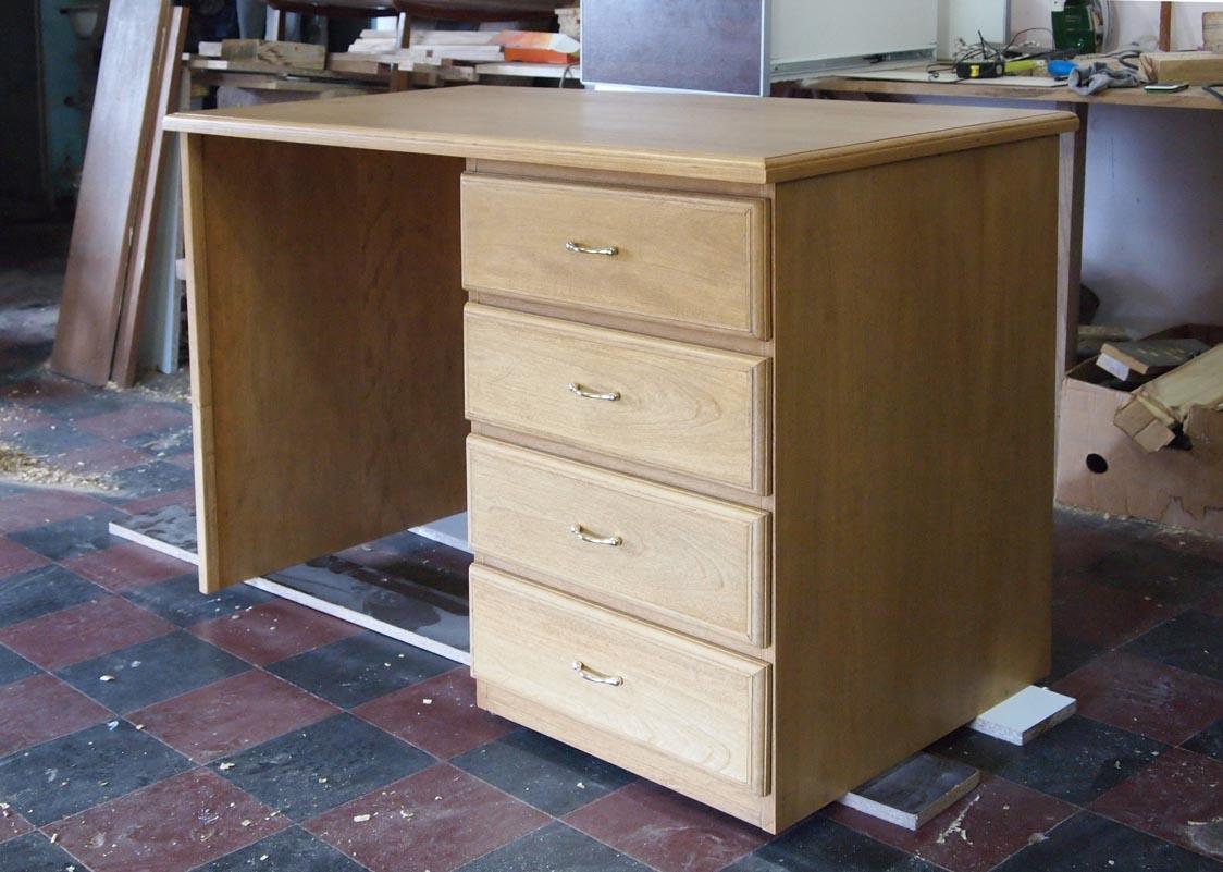 Muebles a medida escritorio y biblioteca en madera maciza - Muebles a medida ...
