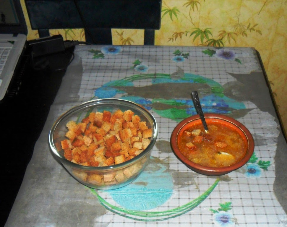 4.01. Сварил суп из свежих овощей. С сухариками - вкусно!