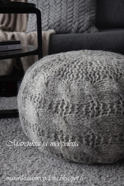 Knitted footstool / Perfect Home