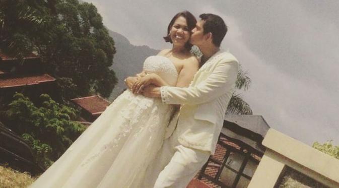 Foto Pernikahan Elly Sugigi