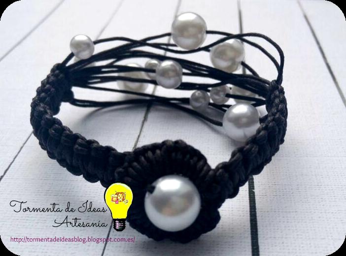 pulsera-hilo-encerado-chocolate-perlas-blancas