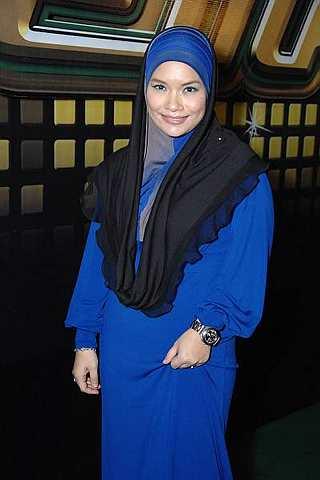 Gambar Nora J Seksi Bertudung Keluar Album Baru Selepas Raya