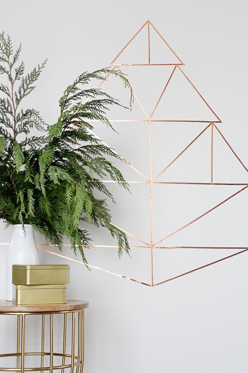 DIY juletræ i kobber direkte på væggen