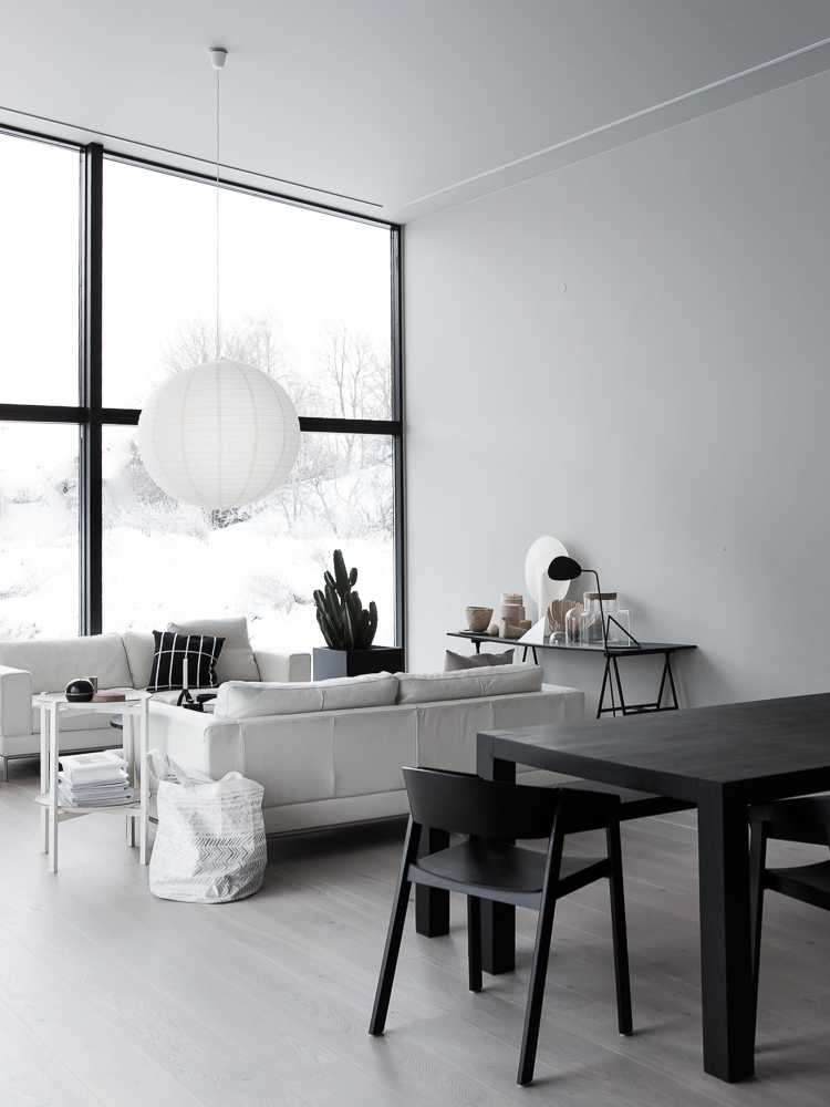 Perfect minimalistic Scandi-style in Annaleena Leino Karlsson's new home, via http://www.scandinavianlovesong.com/
