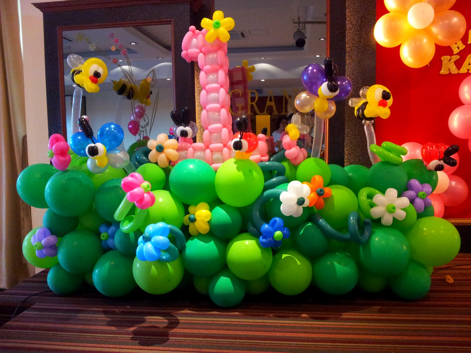 Balloon decoration for birthday party party favors ideas for Balloon decoration idea