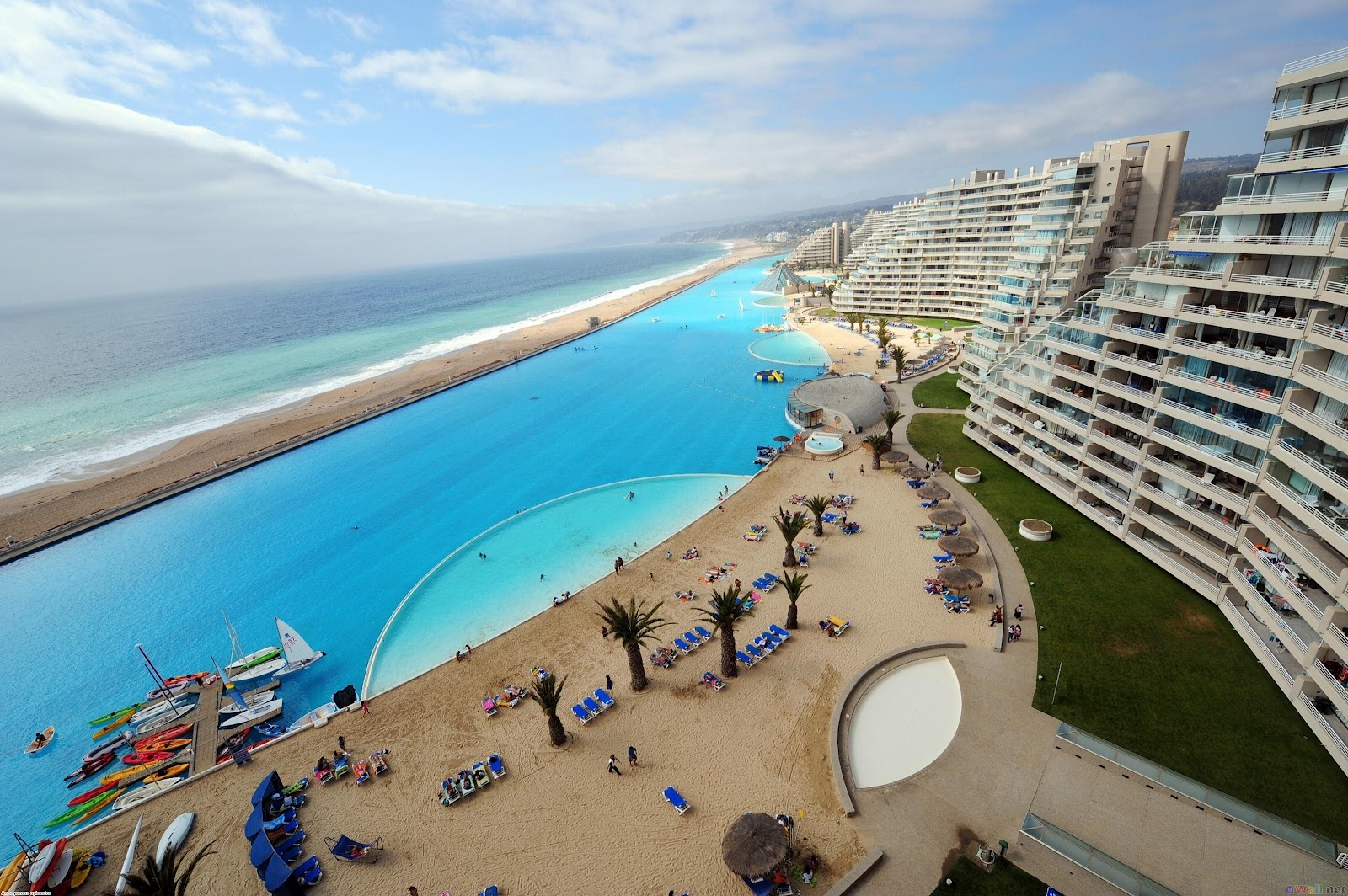 World largest outdoor swimming pool san alfonso del mar for Giant swimming pool