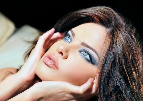 Макияж для синих глаз брюнеткам 124