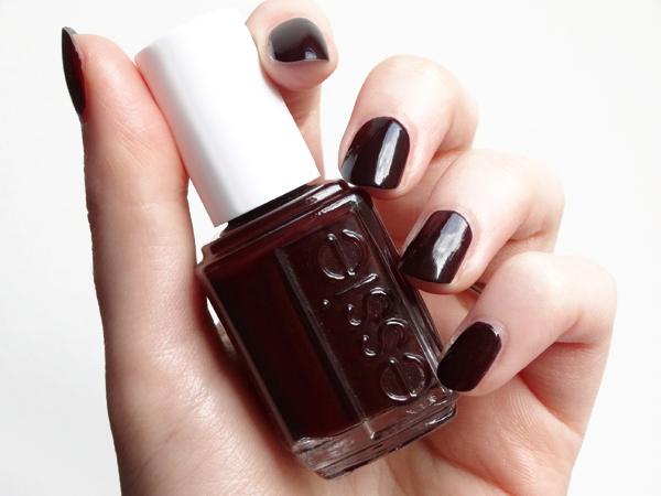 Beauty gibberish wicked ce sombre et sinistre vernis rouge d 39 essie - Vernis a ongle noir ...