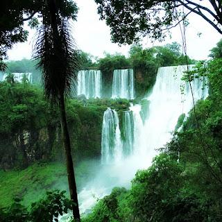 Ilha San Martin e Salto San Martin, Parque Nacional de Iguazú, Argentina.