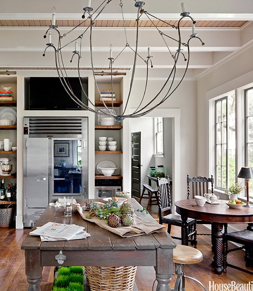 Eclectic White Kitchen: Décor De Provence: An Eclectic Kitchen