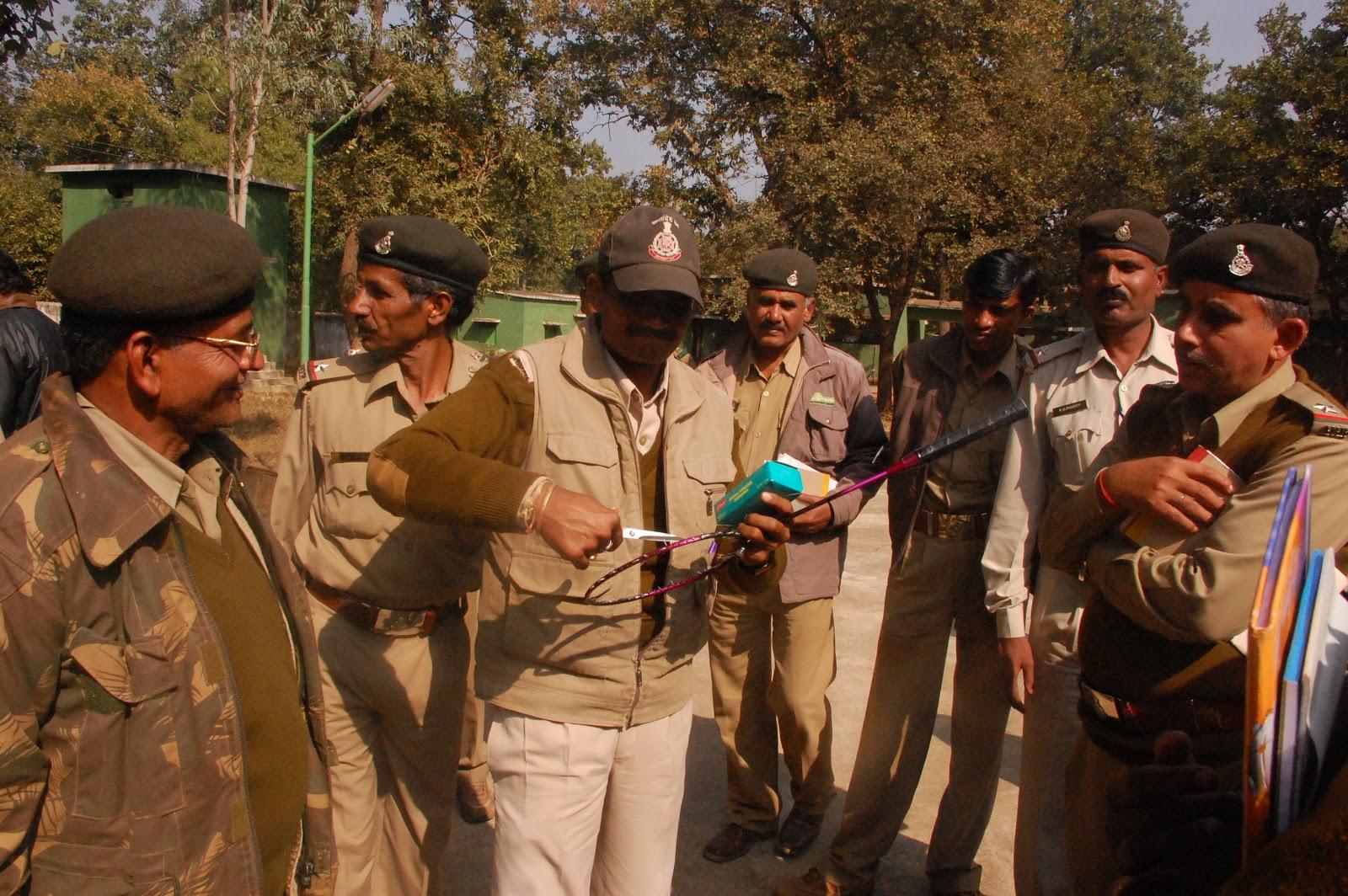 http://1.bp.blogspot.com/-lzmqkViNf70/UPqeIa4XxOI/AAAAAAAAJkc/HNXXOBV6eEI/s1600/VAN+RAKSHAK+(FOREST+GUARD+)+Rajasthan+Forest+Dept.+January+2013.JPG