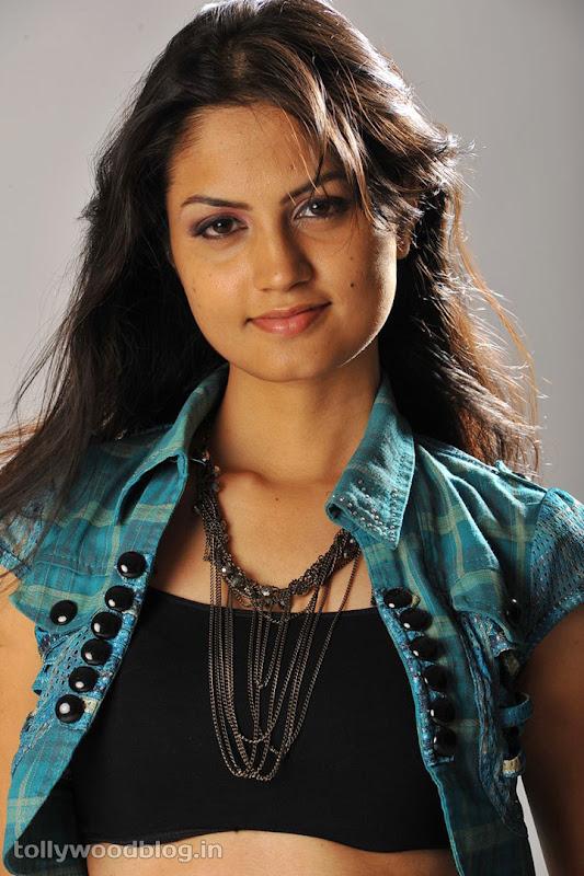 Madhulika Hot Photos cleavage