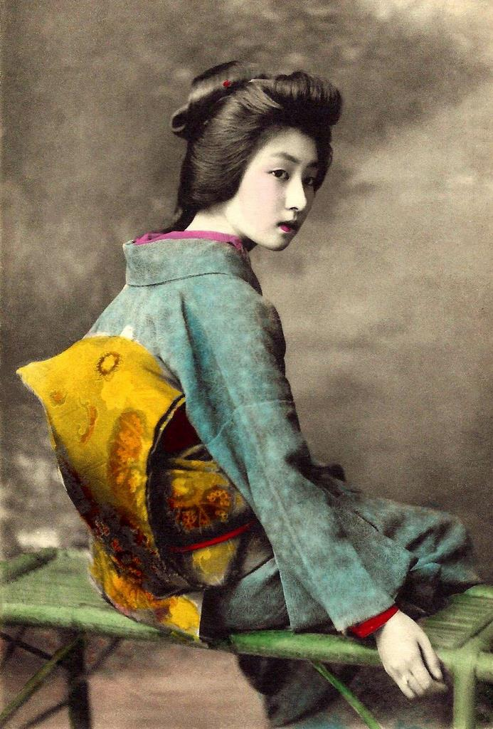 Beautiful portraits of a popular tokyo geisha from 100 for Hand painted portraits from photos