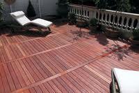 Houten terras nu aanleggen straks genieten - Bedek een houten terras ...