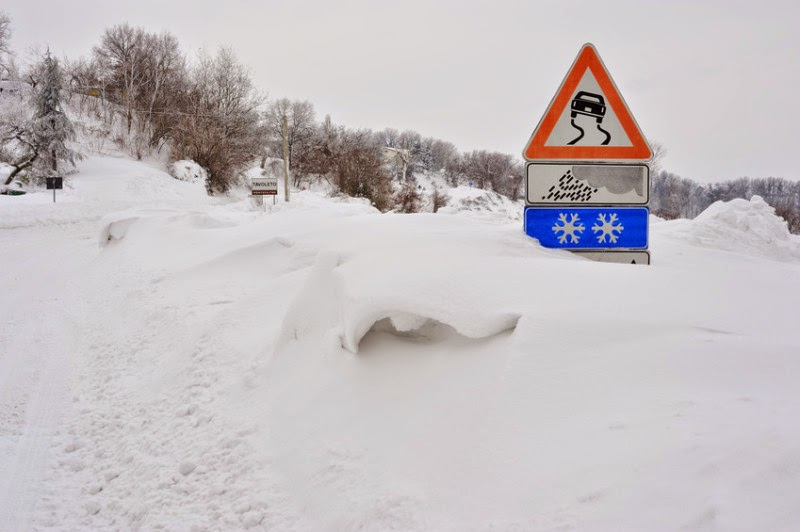 Cold snowy road. (Credit: © pergo70 / Fotolia) Click to enlarge.