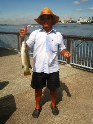 Mullet or Chow Orh [ 草乌 ] Caught by Ah Ling weighing 1.5kg plus at Woodland Jetty Fishing Hotspots was created to share with those who are interested in fishing on tips and type of fishes caught around Woodland Jetty Fishing Hotspots.