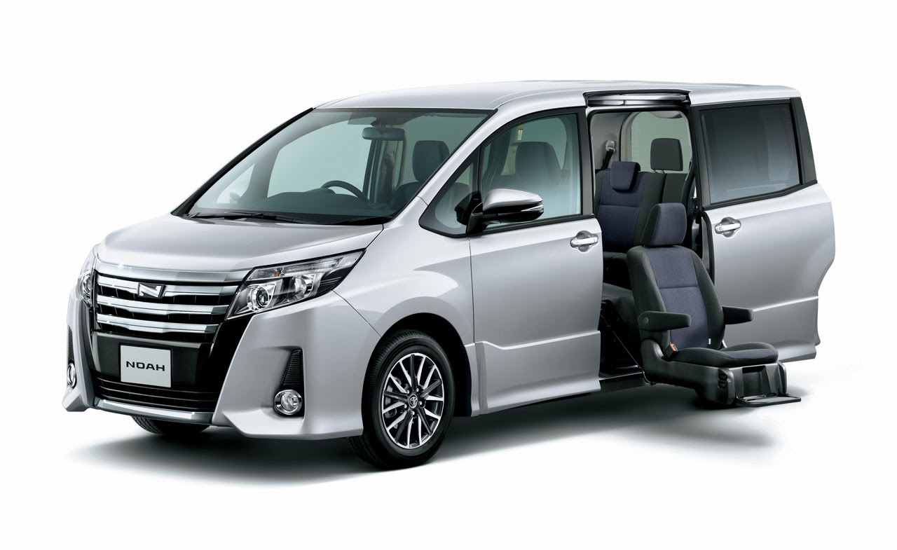 © Automotiveblogz: 2015 Toyota Noah Photos