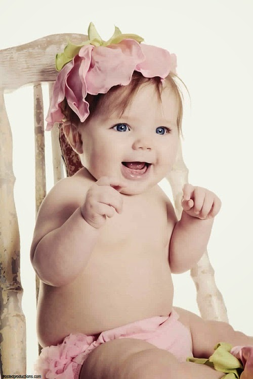 Adorable petit bébé mignon fille