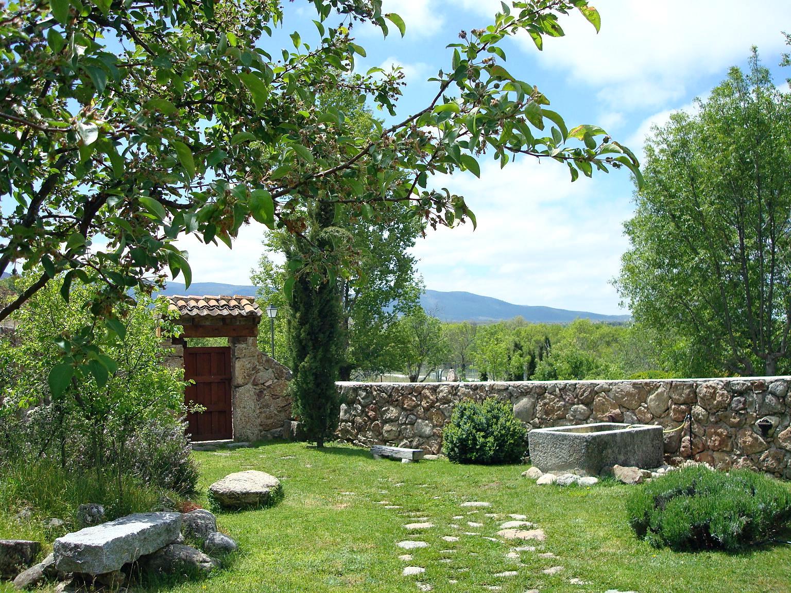 Saltus alvus casa rural segovia for Casa y jardin bazaar 2013