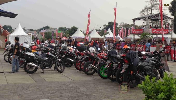 Tempat Parkir Terpadat di Indonesia - Gimana Keluarnya Tuh?
