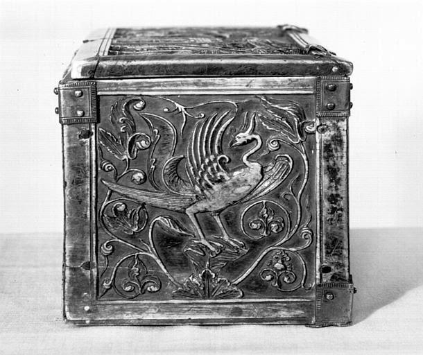 Η βυζαντική κοσμηματοθήκη από σκαλιστό πορφυρό ελεφαντόδοντο (Τρουά, Γαλλία). http://leipsanothiki.blogspot.be/