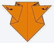 Bước 5: Gấp chéo 4 góc miếng giấy vào trong tại vị trí như hình vẽ dưới.