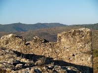 La Torre dels Moros de Castellnou de Bages des d'una torre del Fortí del Serrat del Maurici