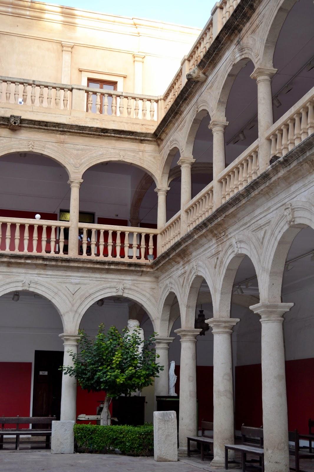 Arte en el aula almer a tierra de cine recorrido por - Hotel los patios almeria ...