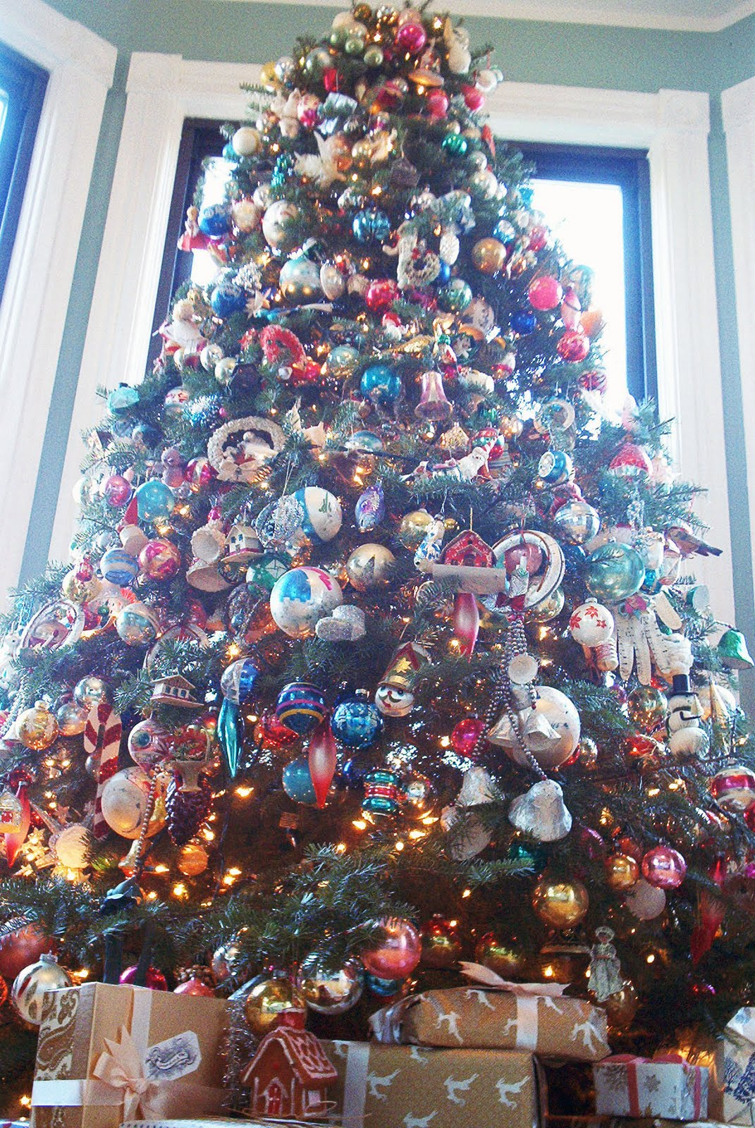 merry christmas everyone to celebrate the biggest holiday of the year ill finally show you my tree and all of the other goodies ive got hanging around - How To Decorate A Big Christmas Tree
