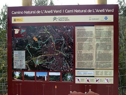 Plafó informatiu del Camí Natural de l'Anell Verd de Sant Boi a la cruïlla de Can Salgado