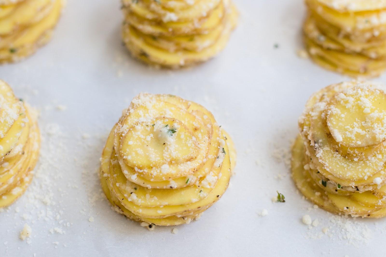 Parmesan Thyme Potato Stacks / blog.jchongstudio.com
