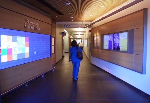 Videowall multitouch de UCSF - pasillo