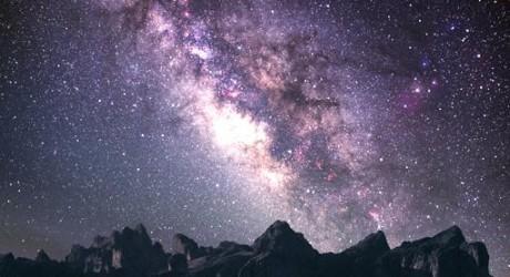 Si lloras por haber perdido el sol las lágrimas no te permitirán ver las estrellas.