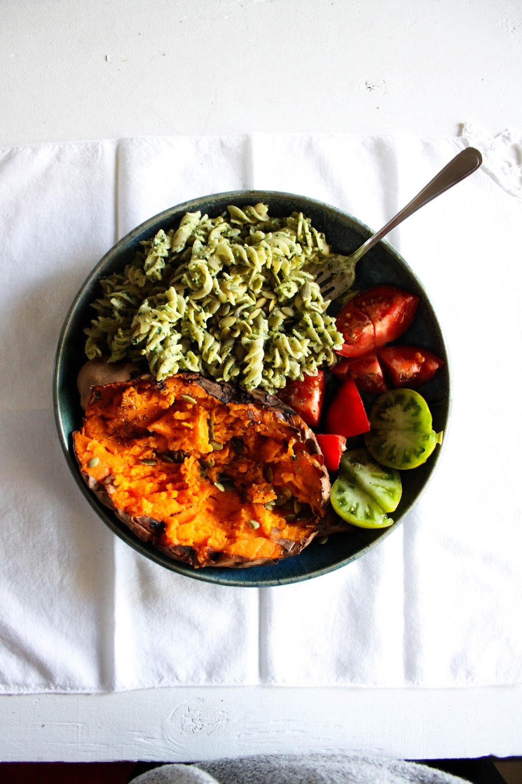 This Rawsome Vegan LifeTHE GLOW BOWLbaked sweet potato with