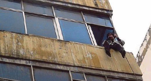 Alasan tak masuk akal isteri merajuk ancam terjun apartmen tingkat 4